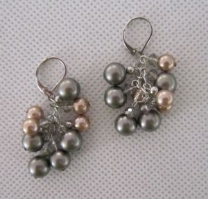 Grape Shaped Shell Pearl Earring (EP99) pictures & photos