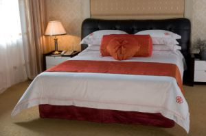 Cotton Hotel Bedding with Bed Runner and Cushion pictures & photos