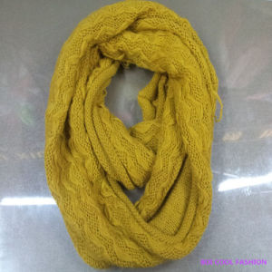 Ladies Warm Winter Fashion Acrylic Knitted Scarf pictures & photos