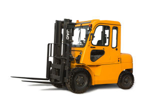 4.5ton Diesel Forklift with Cabin pictures & photos