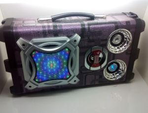 Customized Portable Wood Bluetooth Speaker Karaoke Stereo Speaker with USB/SD/Aux/FM Radio Function (UK-02A) pictures & photos