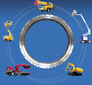 Excavator Komatsu PC400-5 Slewing Ring, Swing Circle P/N: 208-25-52101 pictures & photos