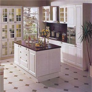 Luxurious 18mm Thailand Oak Kitchen Furniture pictures & photos
