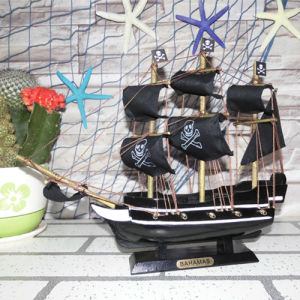 Top Quality 30 Cm Wooden Pirate Ship pictures & photos