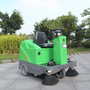Ride-on Floor Sweeper Truck for Sale Industrial Street Sweeper (DQS12/12A) pictures & photos