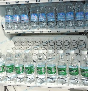 Large Capacity Drinks&Snacks Combo Vending Machine with Cheap Price pictures & photos