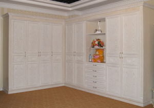 Custom Made Solid Wood Wardrobe (YBW-5) pictures & photos