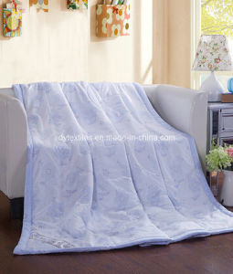 Free Sample 100% Polyester Printed Comforter pictures & photos