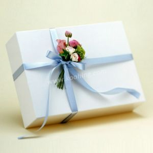 White Cardboard Rectangle Box for Gift Custom Printing Available pictures & photos