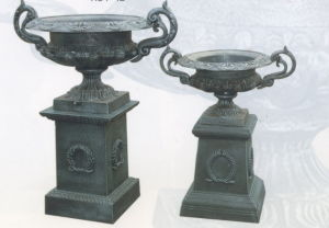 Iron Urn Planter on Base pictures & photos