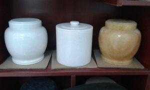 Wholesale Price Honey Onyx Funeral Cremation Urns pictures & photos