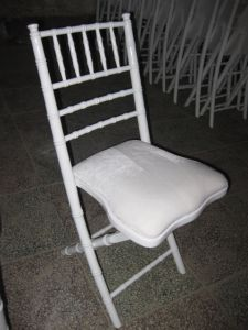 Manufacture White Chiavari Folding Chair for Party Rental pictures & photos