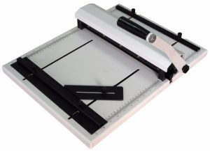 Manual Creasing & Perforating Machine Small Creaser Perforate pictures & photos