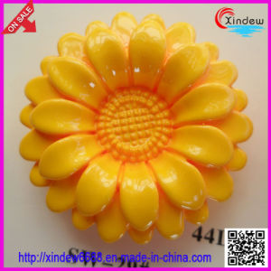 Fashion Design with Flower Shape Plastic Button pictures & photos