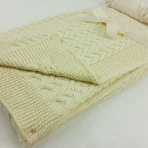 100% Cotton Cable Knitted Baby Blanket Solid Pattern pictures & photos