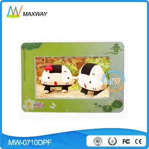 Cute 7 Inch Color Digital Photo Frame for Kids Ce/FCC/RoHS pictures & photos