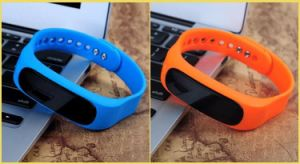 Bluetooth Smart Bracelet Fitness Message Camera Remote Sleep Monitor pictures & photos