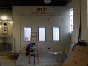 Btd7500-1 CE Approved Auto Spray Booth pictures & photos