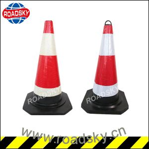 Low Price Reflective Tape 70cm Black Rubber Traffic Cone pictures & photos