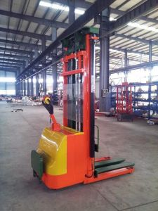Hot Sale 1.6~5.3m Height Electric Hydraulic Power Electric Stacker with High Quality pictures & photos