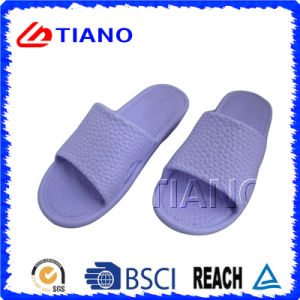 Soft Comfortable Indoor Slipper (TNK35595) pictures & photos