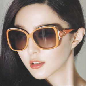Shenzhen Factory Authentic Sunglasses New Female Fashion Sunglasses Polarized Driving Mirror in a Large Box of Female