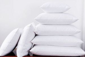 Popular Cheap Polyester Hotel Bedding Pillows pictures & photos