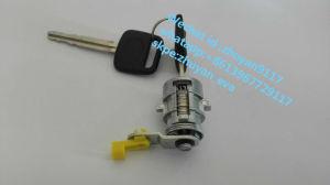 Door Lock Toyota Mtx /Pickup 89-98 4runner 69051-35030 (R) 69052-35040 (L) pictures & photos