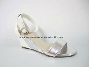 Hot Selling Lady Wedge Heel Sandal Shoes with Shinny PU Upper pictures & photos