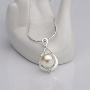 Fashion Natural Pearl Inset Zircon Drop Shape Pendant Necklace Charm Pearl Necklace for Women pictures & photos