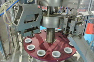 Fuluke Semi-Automatic or Automatic Glue Plastic / Aluminum Tube Filling and Sealing Machine pictures & photos