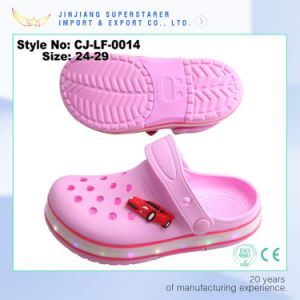 EVA Kids Children Pink Holey LED Clogs, Girls Lovely Light LED Clogs pictures & photos