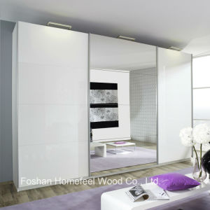 High Gloss 3 Door Outer Sliding Mirrored Wardrobe Closet (WB26) pictures & photos