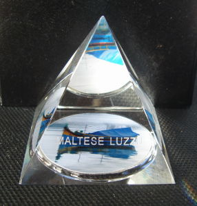 Crystal Pyramid Paperweight (HDCP589)