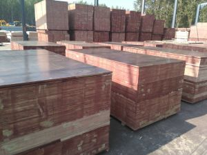 Chinese Brown Film Faced Plywood pictures & photos