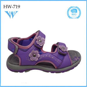 Fresh Candy Kids Sandals for Girls with Flowers Pattern pictures & photos
