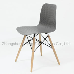 Hot Sale Comfortable Beech Wood Leg Restaurant Plastic Chair (SP-UC525) pictures & photos