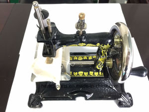 Mini Hand-Operated Sewing Machine pictures & photos