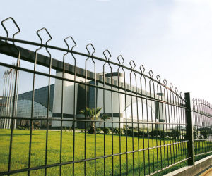 Low Price Low Carton Steel Security Fence pictures & photos