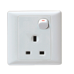 British Style Switch Socket (A225) pictures & photos