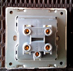 UK Standard 20A Dp Wall Switch Golden Design pictures & photos