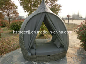 Rattan Furniture Daybed Outdoor Sunbed Patio Set pictures & photos