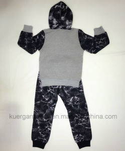 Fashion Boy Sports Suit in Children Clothes pictures & photos