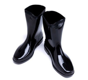OEM Design Men′s Safety Plastic Rain Boot pictures & photos