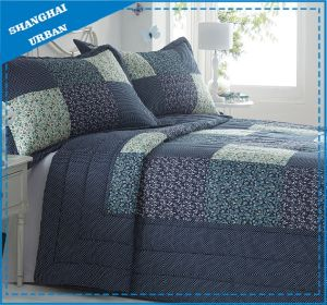 Navy Floral Patchwork Design Polyester Quilt Set pictures & photos