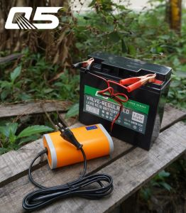 12V8A Automatic Trickle Lead acid battery Charger Storage Battery Charger pictures & photos