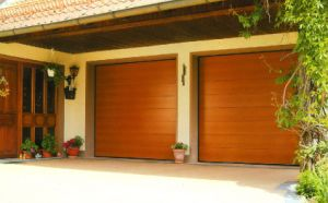 Automatic/Sectional Garage Door (40mm thick) pictures & photos