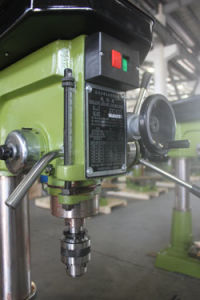 Vertical Universal Drilling and Milling Machine with High Precision (ZX7025) pictures & photos