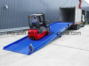 Mobile Hydraulic Warehouse Truck Container Loading Ramp pictures & photos
