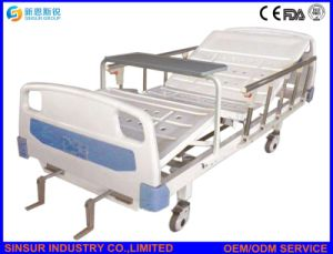 ISO/Ce Approved Medical Furniture Manual 2 Shake/Crank Hospital Bed pictures & photos